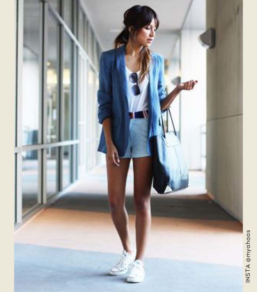 looks tênis branco blazer e shorts jeans