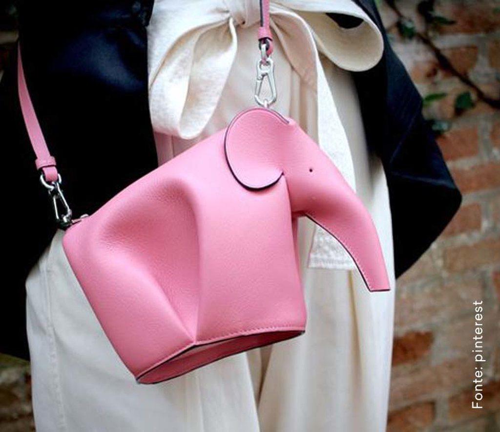 looks com bolsa transversal divertido elefante