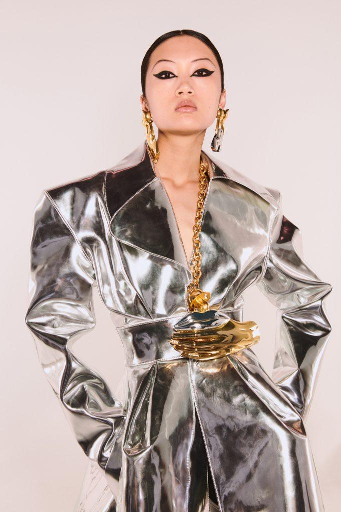 Foto maiores tendencias da semana de moda de alta costura acessorios de metal por schiaparelli
