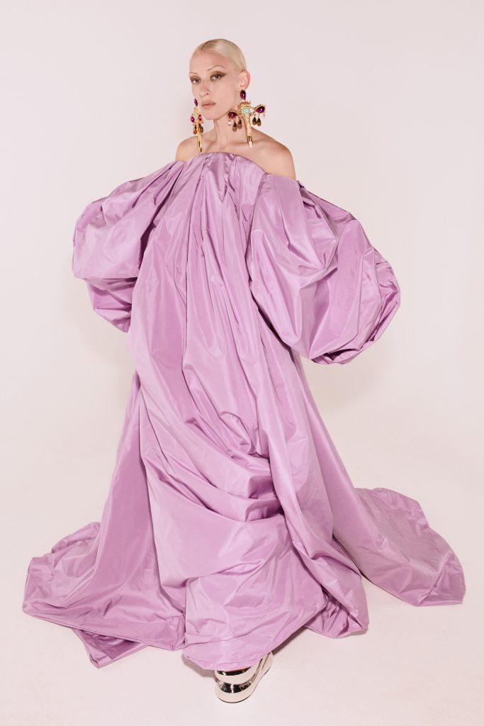 Foto maiores tendencias da semana de moda de alta costura mangas poderosas por schiaparelli