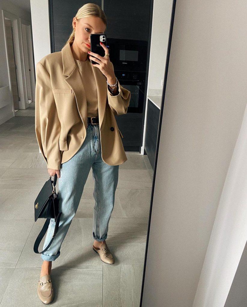 foto mulher usando calça reta com mule